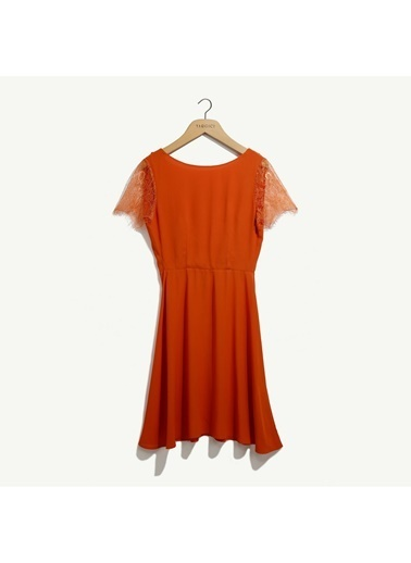 Yargıcı Dantel Detaylı Elbise Kiremit